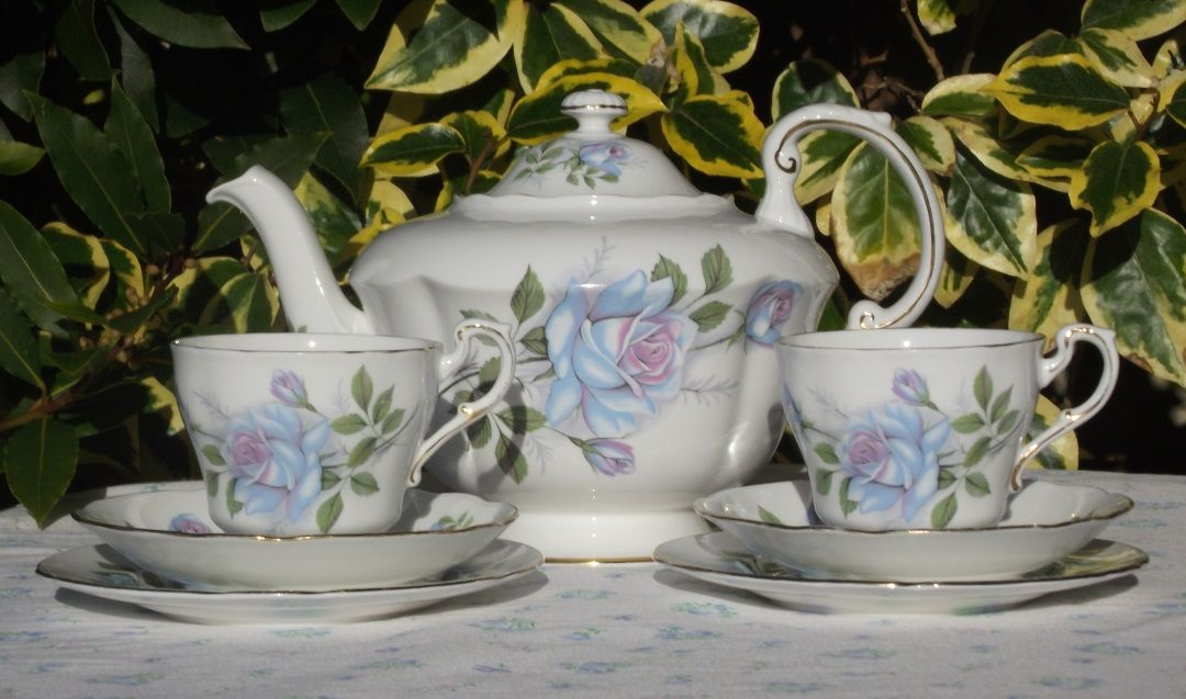 Paragon Harry Wheatcroft Blue Roses Tea for Two