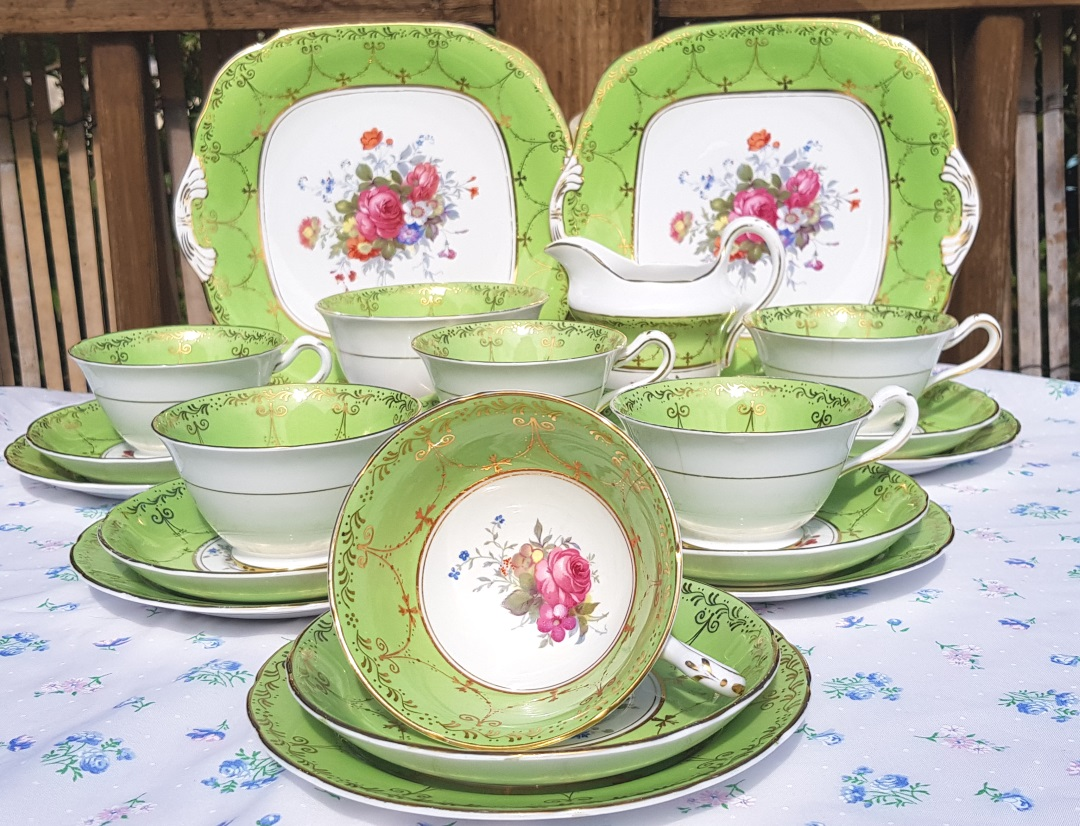 Grosvenor Cabinet Tea Set (display only)