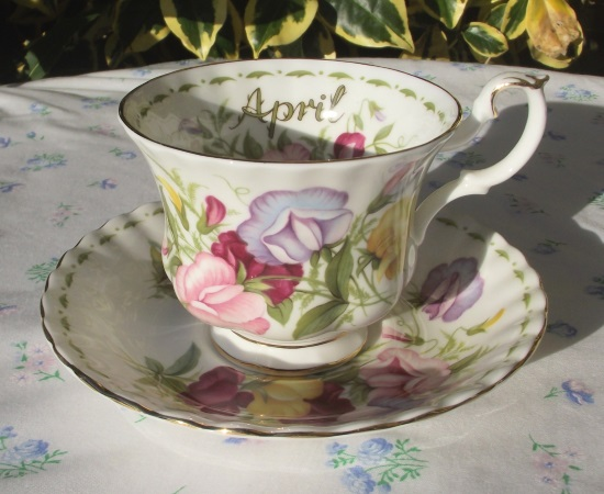 Royal Albert Flowers of the Month 'April'
