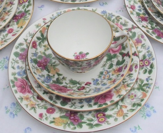 Crown Staffordshire Thousand Flowers Full Set