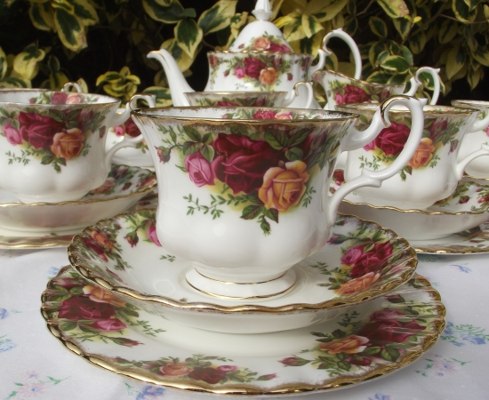 Royal Albert Old Country Roses Double Tea Set