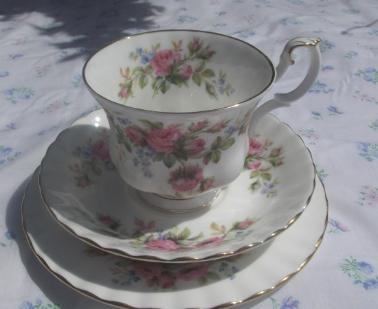 Royal Albert Moss Rose Tea & Dinner Service