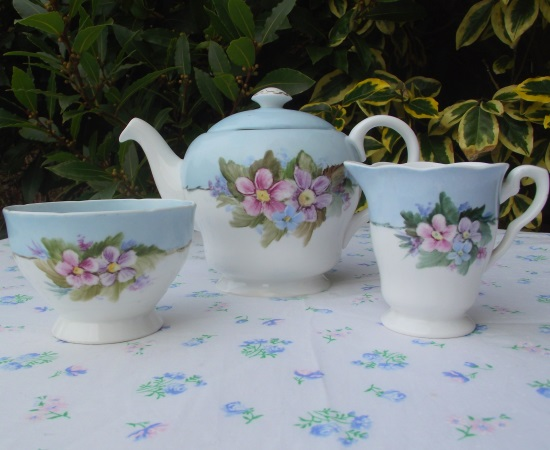 Shelley Teapot Set (Hand Painted)