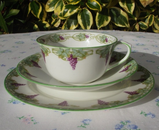 Royal Doulton Purple Grapes & Green Vines