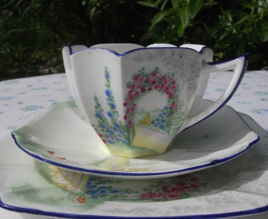 Shelley Queen Anne Teacup Trio